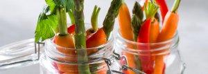 Fresh crunchy veggies with sweet chilli dip